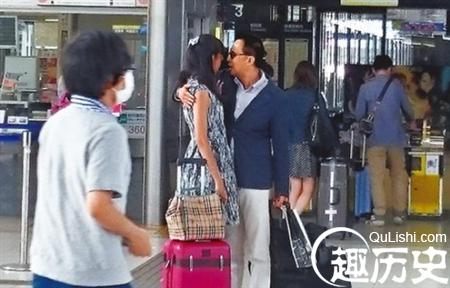 李泽楷与小26岁港姐新欢有说有笑同游新加坡资讯生活