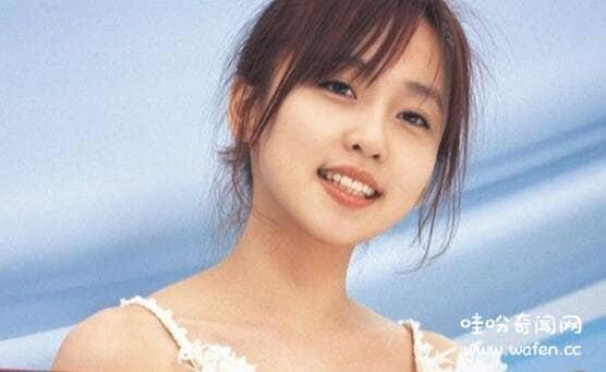 日本歌手三枝夕夏为什么隐退了长相甜美江郎才尽隐退回家结婚